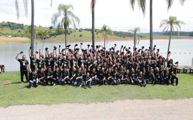 Foto oficial com todos os colaboradores da empresa VITRA.